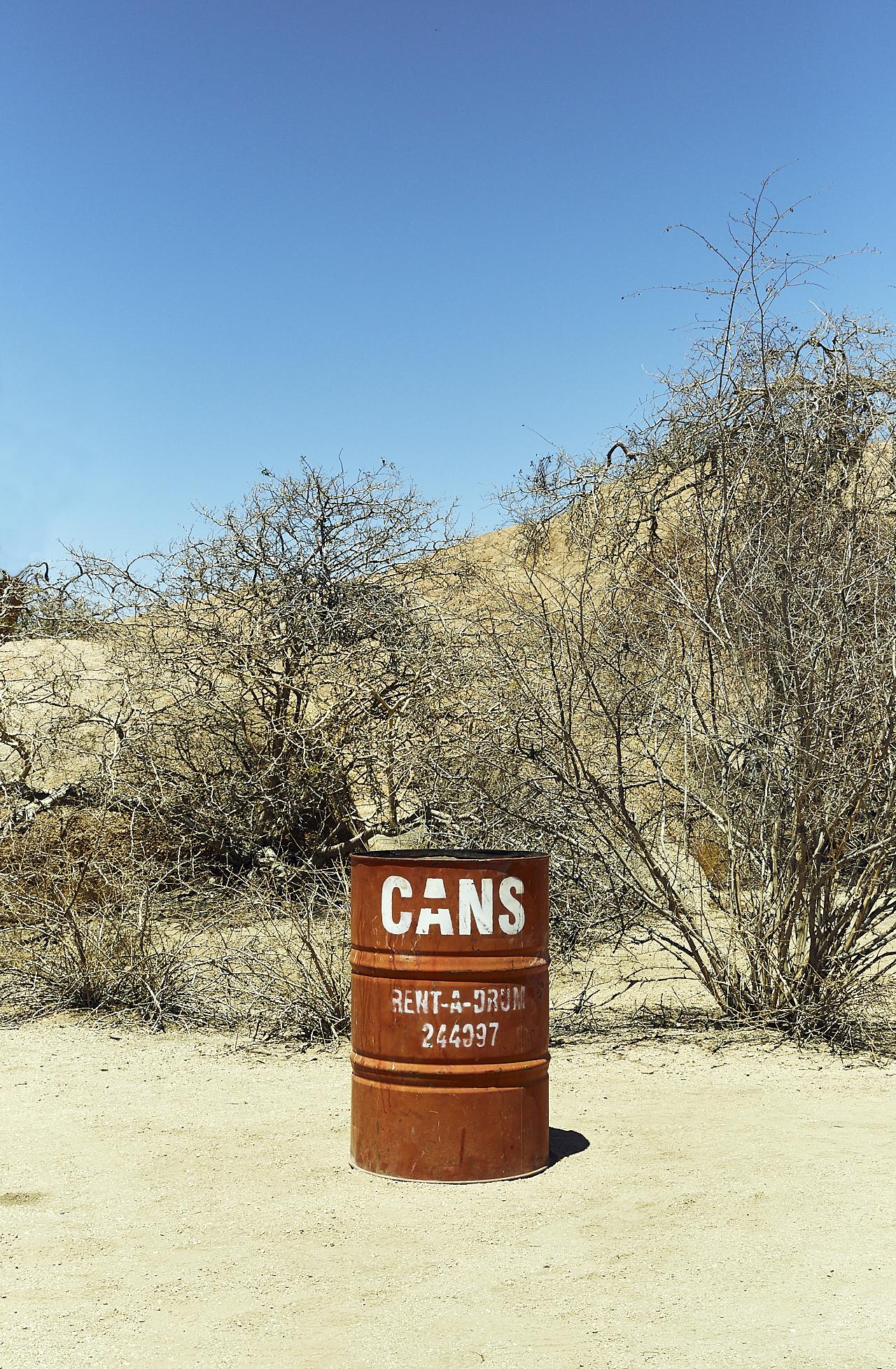 Cans rubbish bin